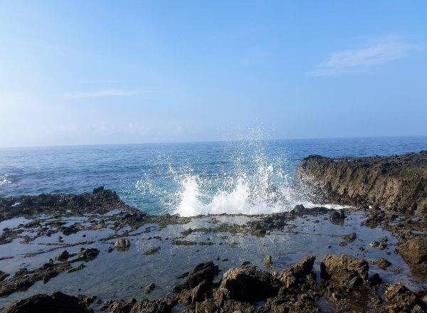 crashing water victoria beach laguna beach