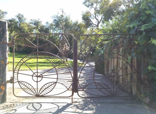 Village Green Park Laguna Beach LagunaBeachCommunity.com